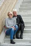 SØSTRE: Anne Cecilie (foran) ønsket nesten storesøsteren død da hun var på sitt verste. I dag har Iris (bak) vært rusfri i over tre år, og søstrene har fått et godt forhold.  Foto: Pål Bentdal