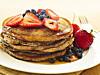 DEILIG OG SUNT: Det finnes mange måter du kan gjøre pannekakene både sunnere og mer næringsrike, uten at det behøver å gå på bekostning av smaken.  Foto: REX/Stock Connection/All Over Press